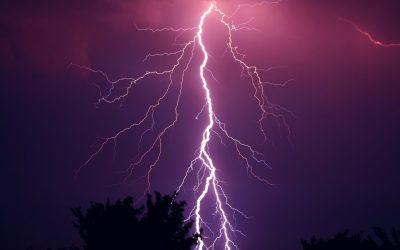 Blitzschlag und Überspannung – schützen & versichern